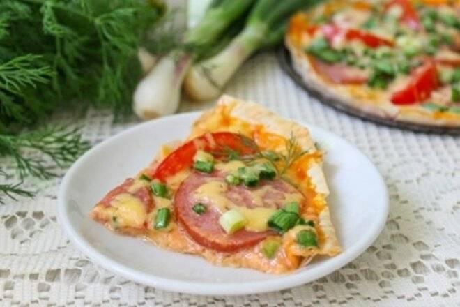 Пицца в лаваше на сковороде: рецепт и фото