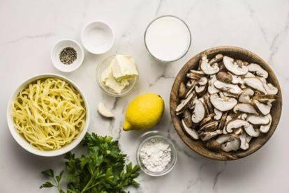 "Паста с грибами и оливками с соусом ""сацебели"""