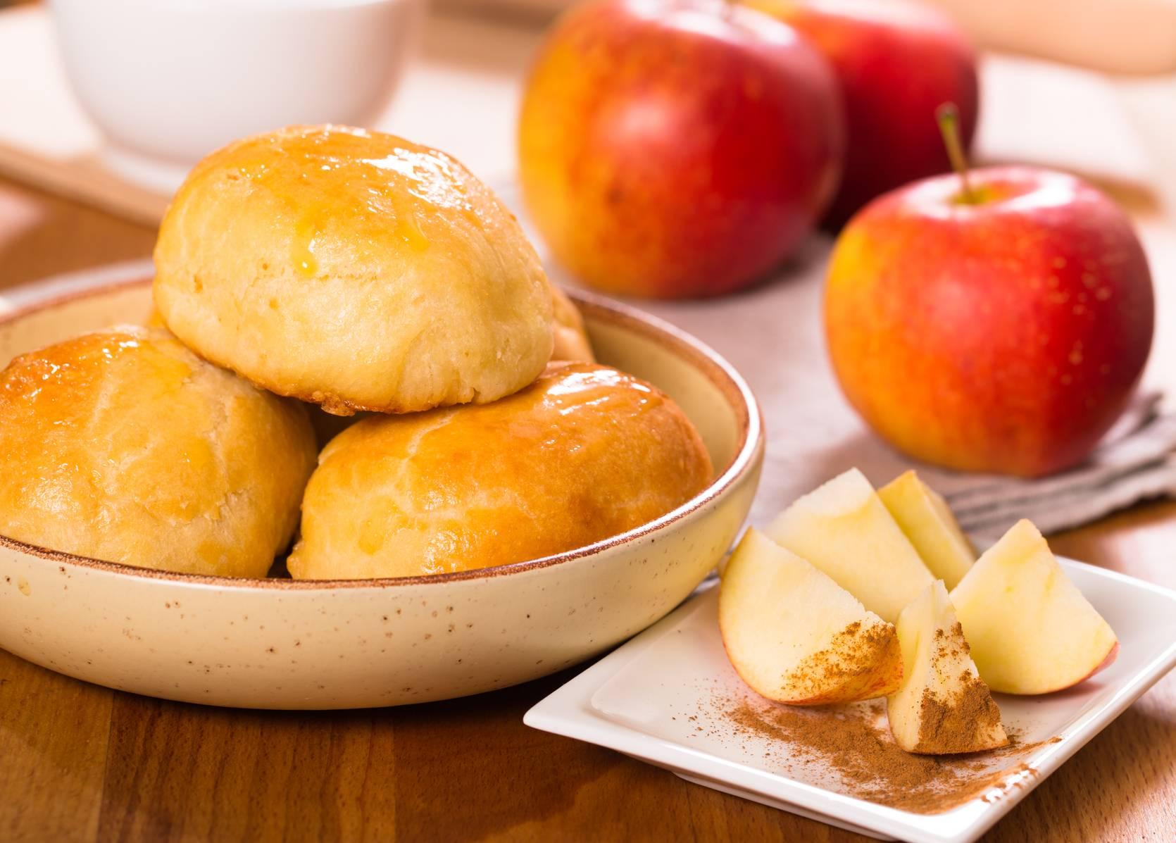 Пирожки с яблоками — 16 рецептов с фото пошагово