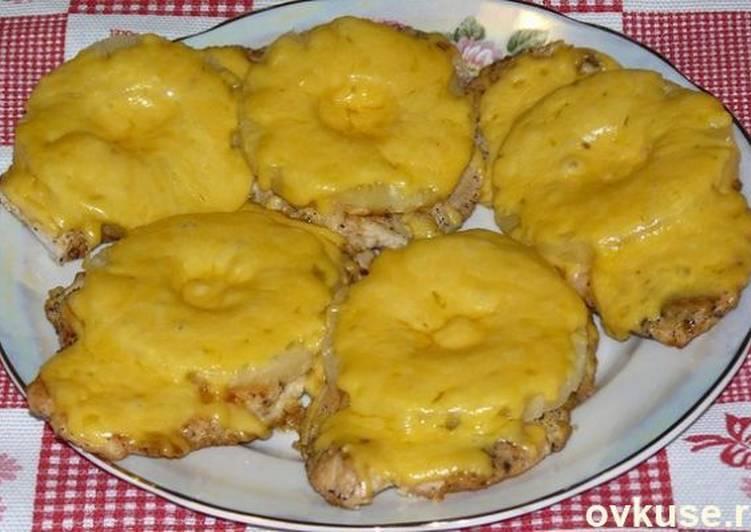 Отбивные из куриного филе с ананасом