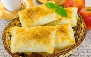 Слоеные пирожки с вишней - 8 пошаговых фото в рецепте
