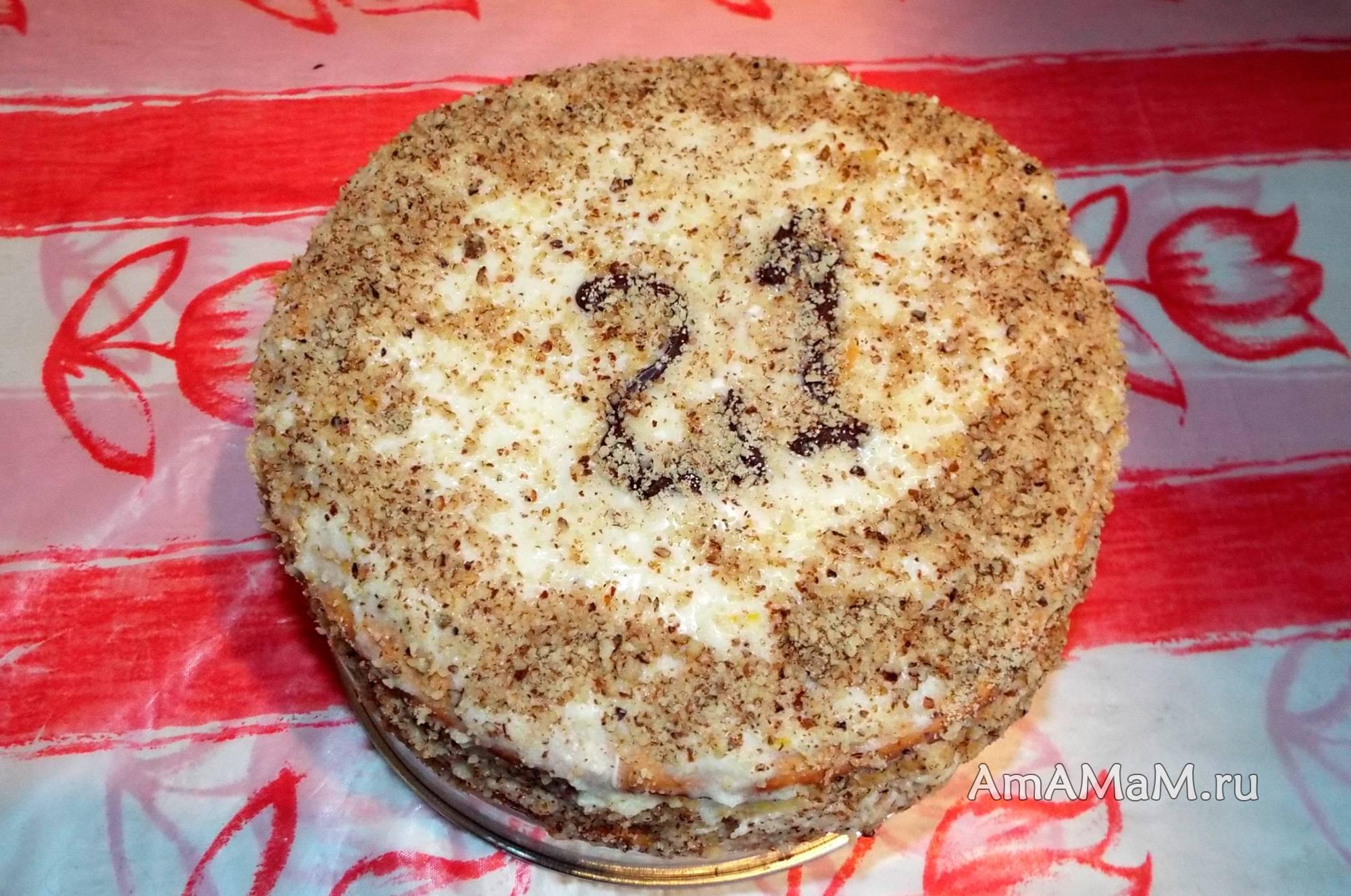 Ванильный торт наполеон из слоеного теста с орехами