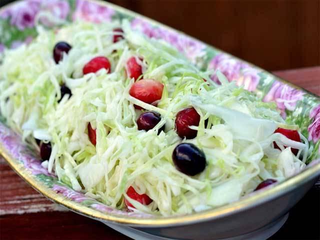 10 интересных салатов из свежей капусты