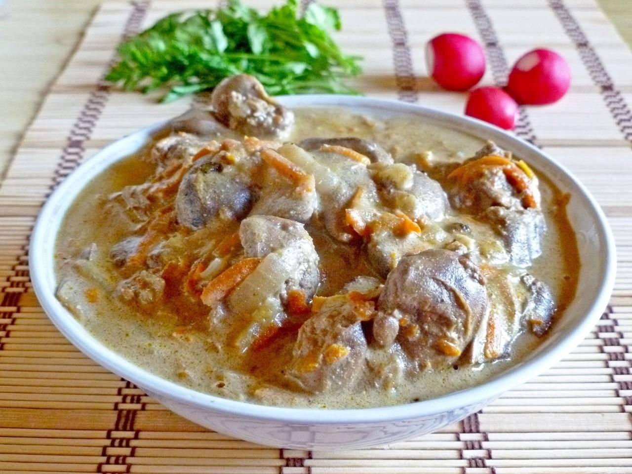 Куриная печень в сливочном соусе - 5 пошаговых фото в рецепте