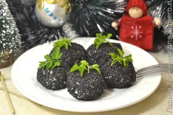 Быстрая и простая закуска - сырные шарики с маслинами в кунжуте