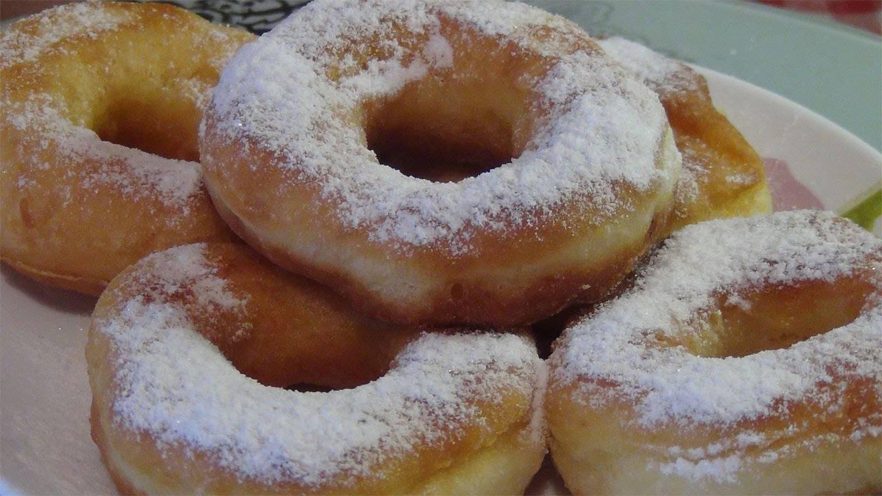 Пышные пончики на кислом молоке без дрожжей. как приготовить легко в домашних условиях?