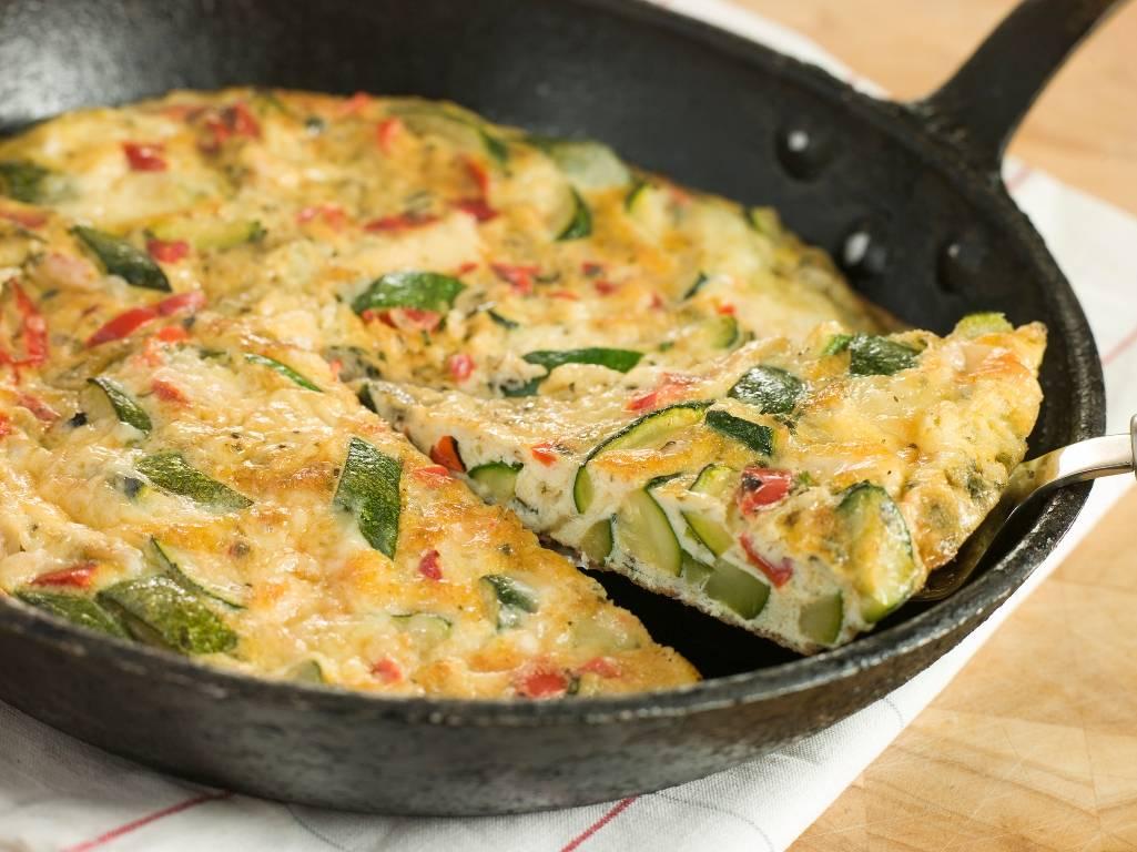 Фриттата - рецепт классический, с овощами, кабачками, картофелем, шпинатом и брокколи