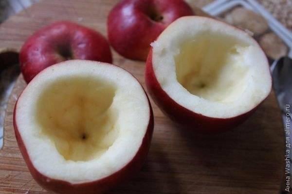 Запеченные яблоки с бананом, медом или творогом