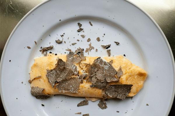 Как приготовить омлет – 7 рецептов с молоком и другими ингредиентами