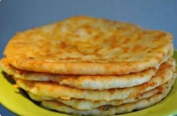 Лепешка с сыром и чесноком
