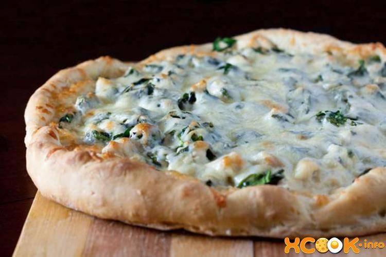 Пицца с куриной грудкой и грибами