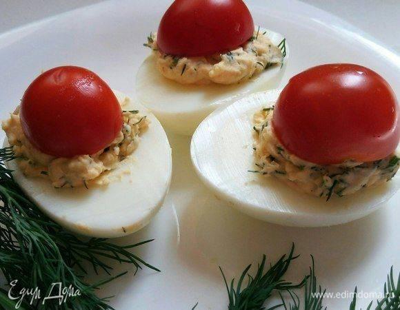 Фаршированные яйца – идеальная закуска на рождественский стол