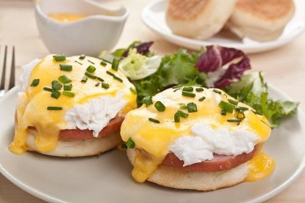 Яйца бенедикт или пашот и голландский соус — рецепт идеального завтрака