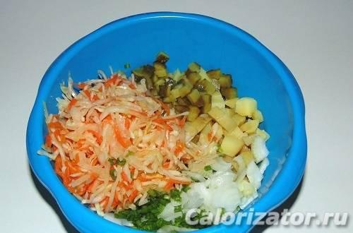 Деревенский салат из квашеной капусты