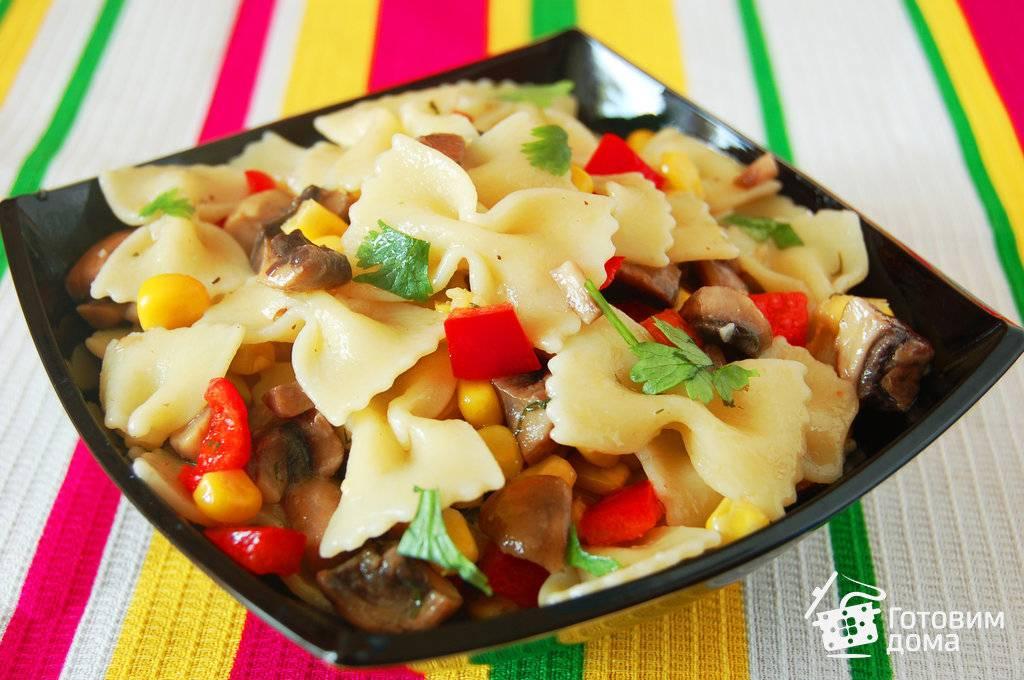 Холодный салат из макарон с яйцами и ветчиной