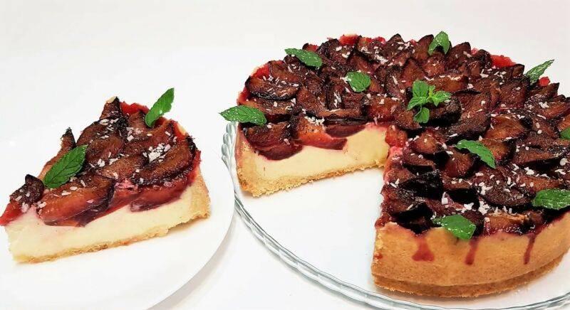 Пирог на сметане со сливами - 7 пошаговых фото в рецепте