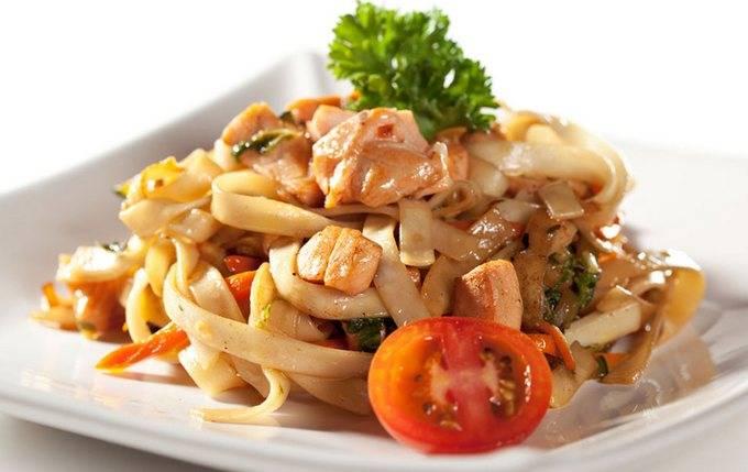 Лапша удон с курицей и овощами — азиатская кухня в домашних условиях
