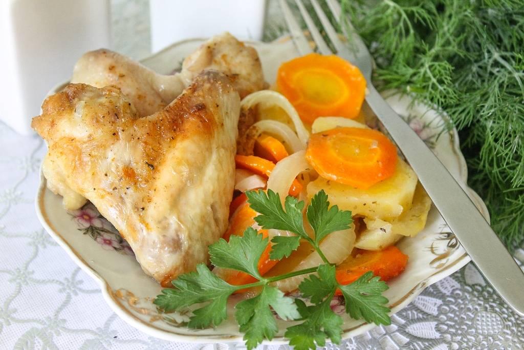 Куриные крылья на овощной подушке рецепт с фото