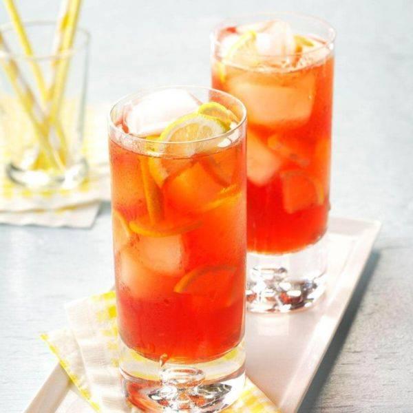 Холодный чай с малиной - вкусный напиток для жаркого августа