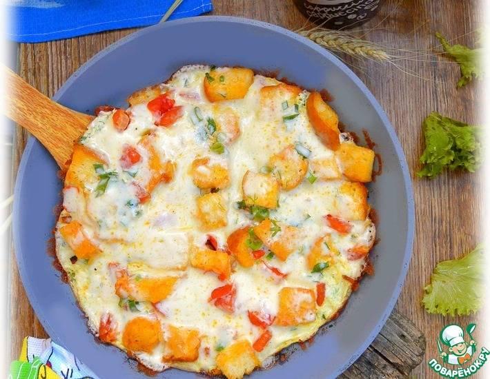 Омлет с ветчиной и сыром на сковороде - 8 пошаговых фото в рецепте