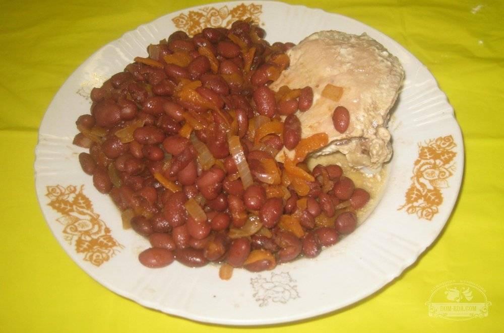 Фасоль с овощами в томате