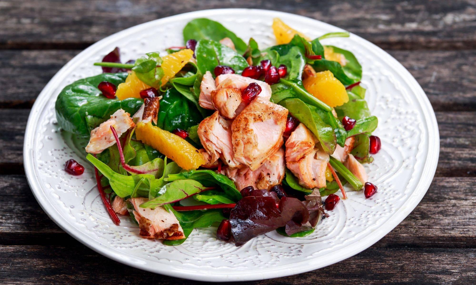 Салат с лососем - 17 домашних вкусных рецептов приготовления