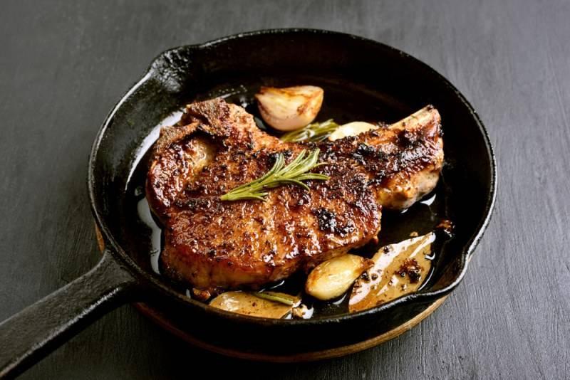 Как вкусно приготовить свиной окорок