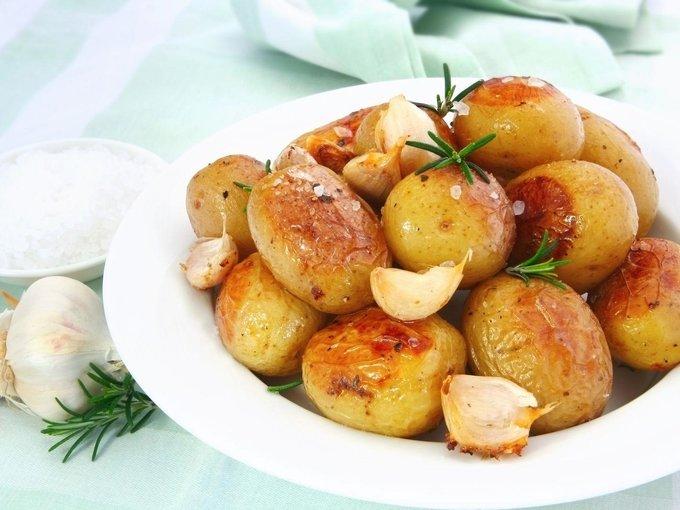 Хрустящий картофель, запечённый с уксусом и солью