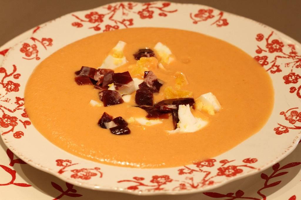 Ахобланко (холодный суп с миндалем)