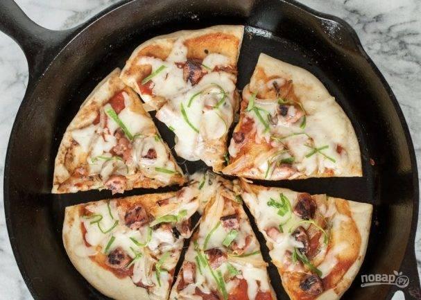 Быстрая закрытая пицца на сковороде