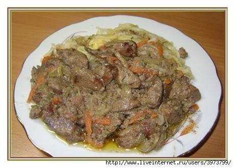 Куриная печень в сметане тушеная с болгарским перцем и луком