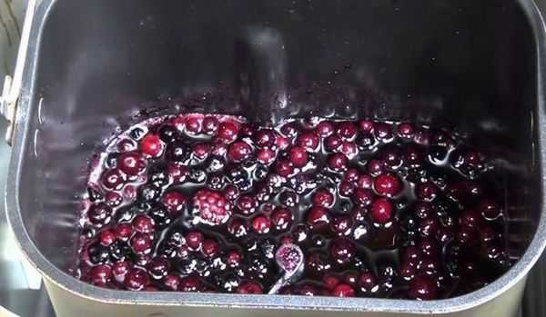 Варенья из замороженной клубники: рецепт на зиму, пятиминутка, как сделать с вишней, в мультиварке, хлебопечке