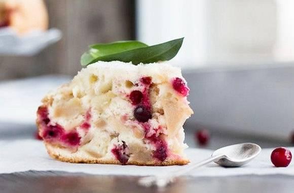 Творожный пирог с брусникой и смородиной
