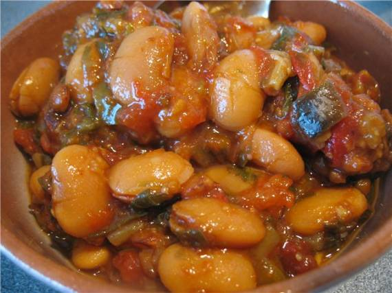 Тушеная чечевица с овощами и рыба