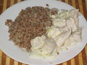 Куриная грудка в сметанном соусе на сковороде сочная и вкусная