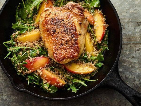 Куриные бёдра с грушей и руколой - идеальный ужин за 20 минут