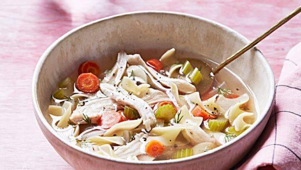 Как приготовить вкуснейший куриный бульон с овощами и макаронами с нуля