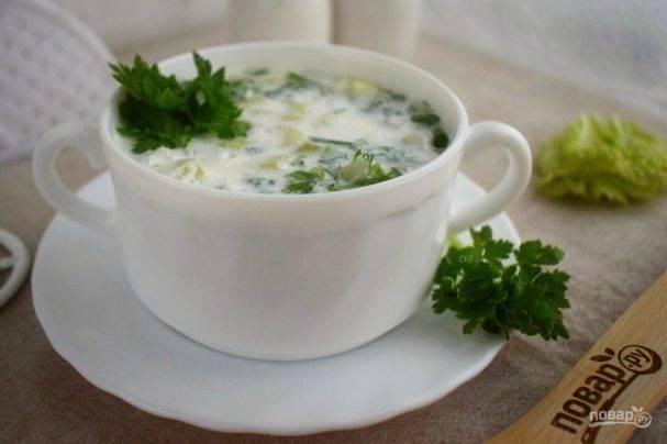 Огуречный холодный суп на айране с крабами