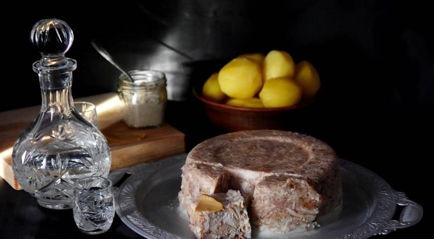 Как приготовить холодец. рецепт пошагово с фото из куриных ножек, свиной рульки, курицы, поросенка, с желатином в домашних условиях
