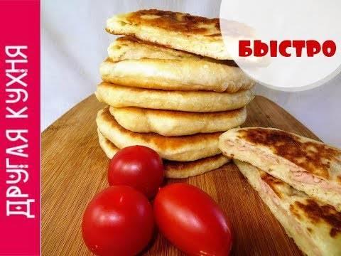 Сырные лепешки с начинкой из вареной колбасы