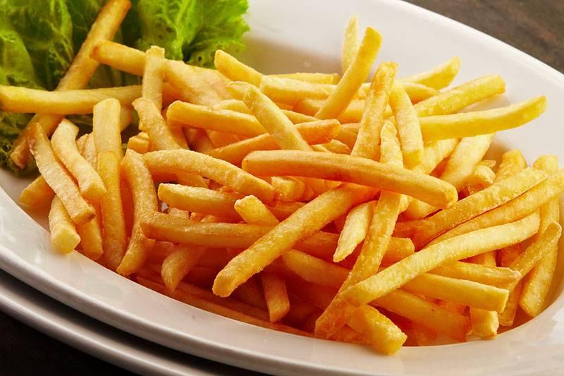 Пряный картофель фри, приготовленный в духовке