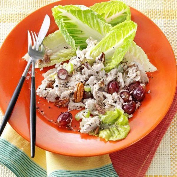 Изумительный салатик с курочкой и виноградом за 25 минут