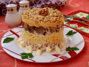 Куриное филе с орехами, запеченное в духовке