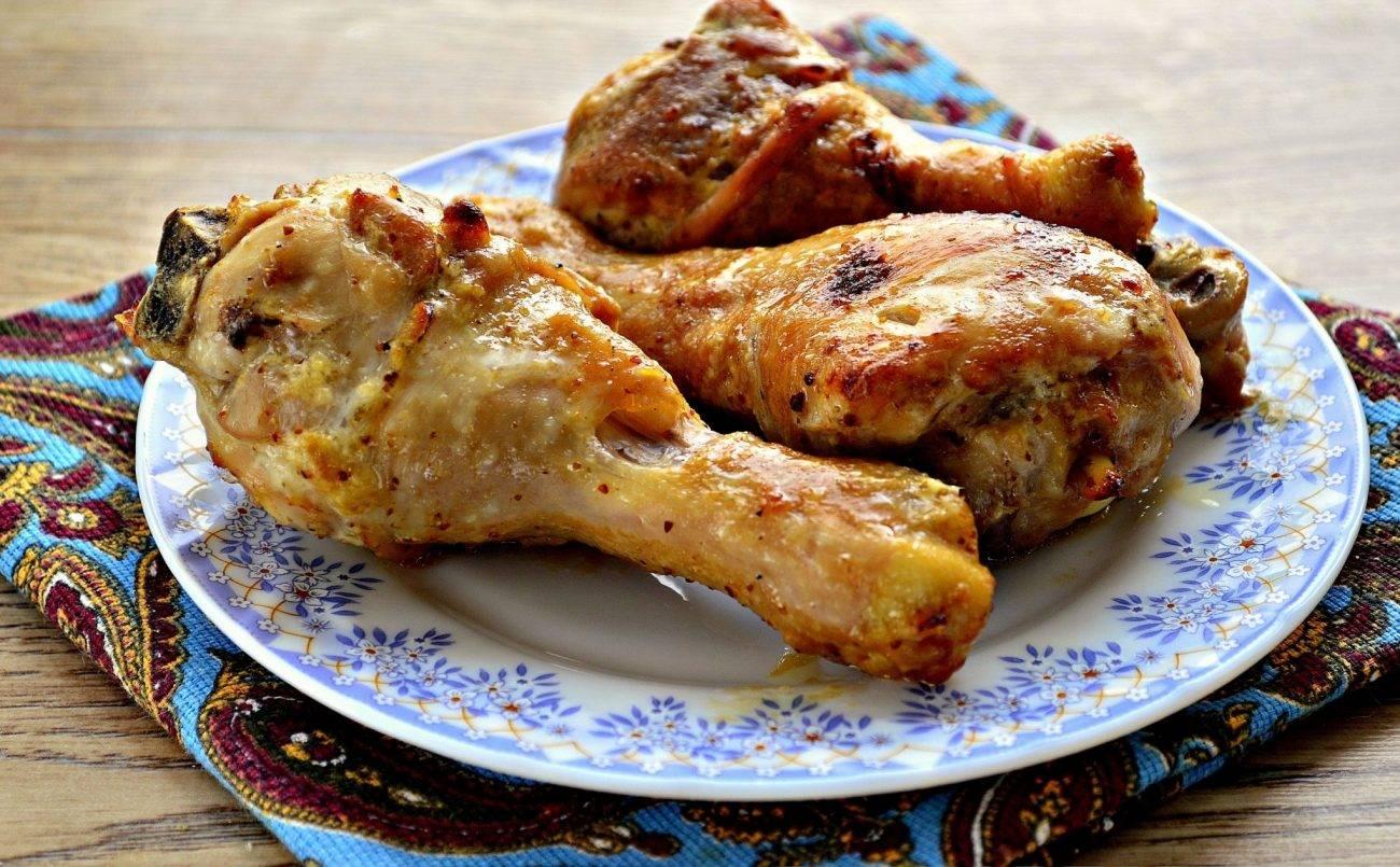 Жареная курица с медом и соевым соусом на сковороде
