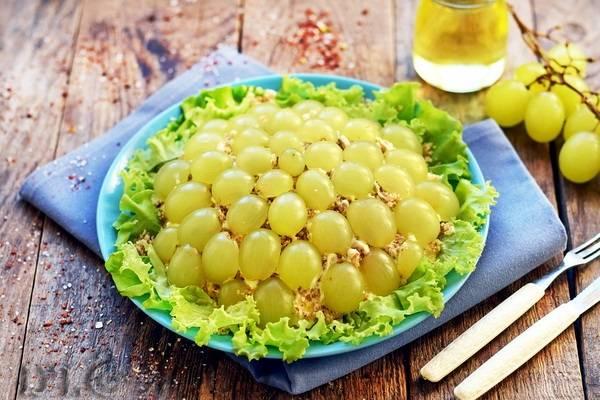 Салаты с виноградом: 10 классных рецептов |