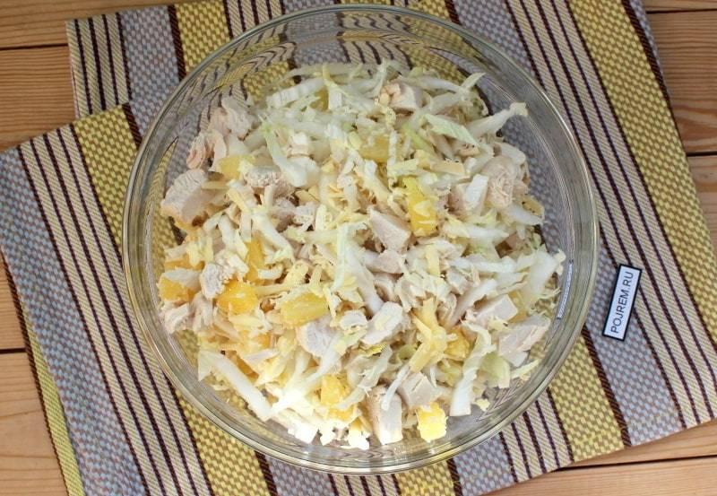 Куриная грудка с ананасами и сыром в духовке