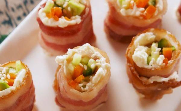 Летние роллы из бекона с овощами и сыром