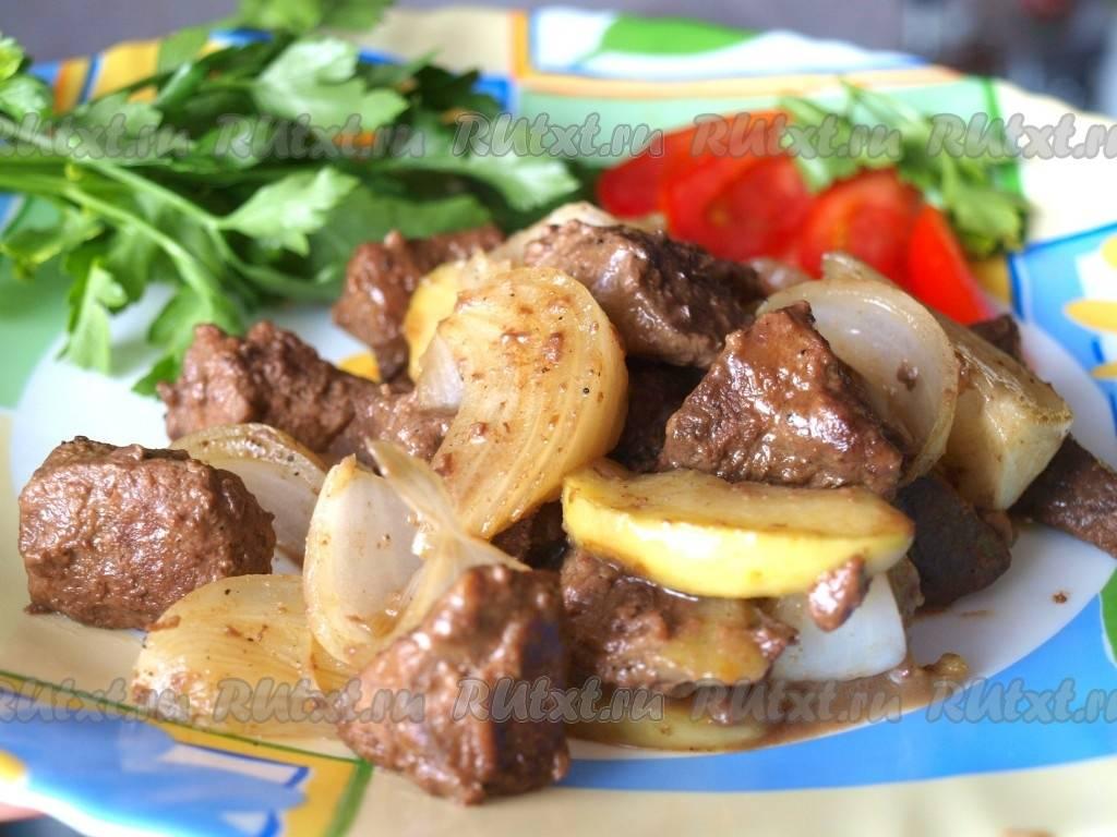 Тёплый салат из куриной печени и яблок