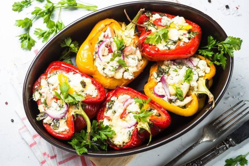 Фаршированные перцы в сливочно-овощном соусе