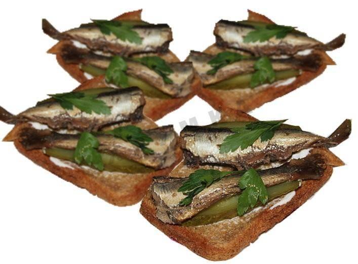 Бутерброды со шпротами на праздничный стол: простые и вкусные рецепты приготовления